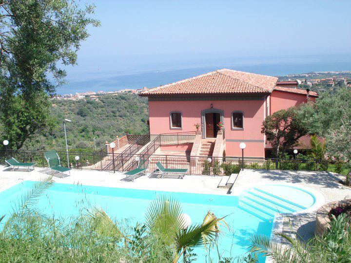 Red Hotel, Agriturismo and B&B★★★★ - Sicily